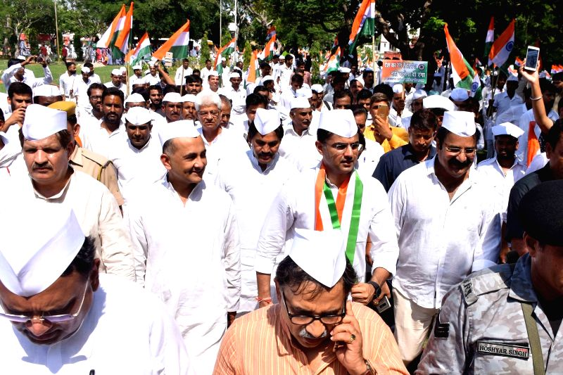 Congress workers led by Rajasthan party president Sachin Pilot participate in 'Tiranga Yatra' organised to mark the 76th anniversary of Quit India Movement, in Jaipur on Aug 9, 2018.