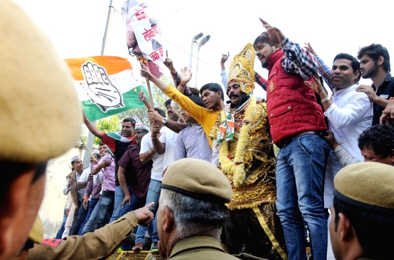 Congress workers stage a demonstration against Delhi Chief Minister Arvind Kejriwal  in New Delhi, on Nov 18, 2015. - Arvind Kejriwal