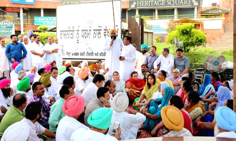 Congress workers stage a demonstration asking SAD, BJP and AAP to stay abstain from politics on religion in Amritsar on July 18, 2016.
