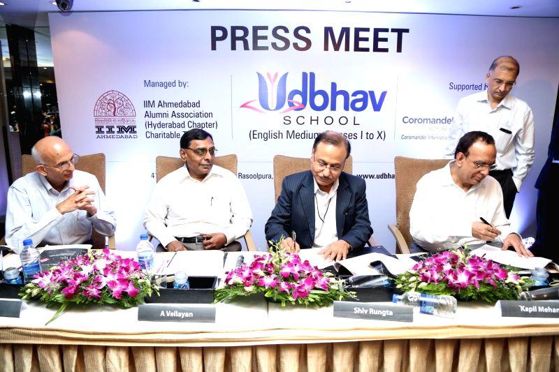 Coromandel International Ltd Managing Director Kapil Mehan with Executive Committee of IIM Ahmedabad Alumni Association Shiv Rungta as they sign a Memorandum of Understanding in Hyderabad on July 22,