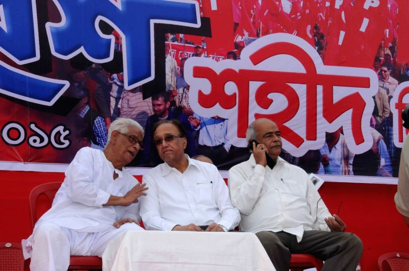 CPI general secretary S Sudhakar Reddy with West Bengal CPI secretary Prabodh Panda and party leader Manju Kumar Majumder during party's foundation day programme in Kolkata, on Dec 6, 2015. - S Sudhakar Reddy and Manju Kumar Majumder
