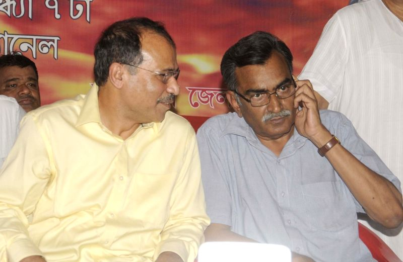 CPI-M leader Surjya Kanta Mishra with Congress leader Adhir Ranjan Chowdhury during a demonstration against West Bengal government in Kolkata, on May 26, 2016. - Surjya Kanta Mishra