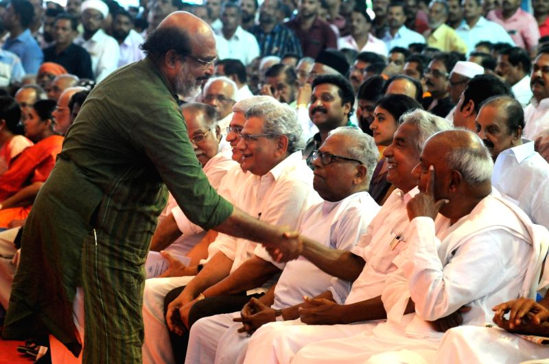 CPI-M leaders Prakash Karat and Sitaram Yechury with former Kerala Chief Minister Oommen Chandy and JD-S leader HD Deve Gowda during the swearing-in ceremony of CPI-M leader ... - Oommen Chandy and Sitaram Yechury