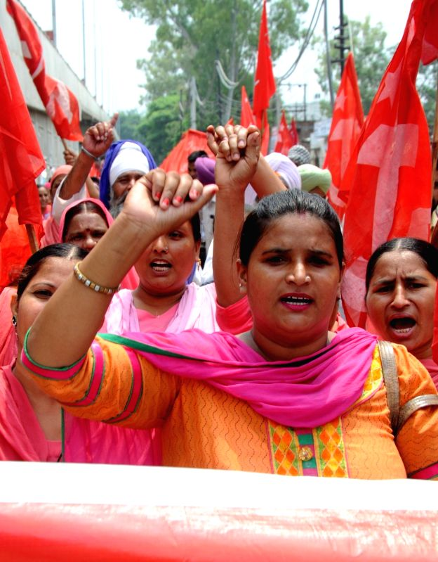 CPI-M workers stage a demonstration against the central and the Punjab Government to press for their demands in Amritsar, on Aug 9, 2016.