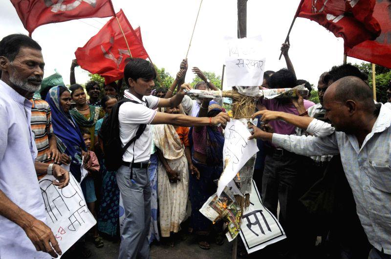 CPI (ML) activists demonstrate against Jitan Ram Majhi led Bihar government in Patna on Sept 1, 2014.