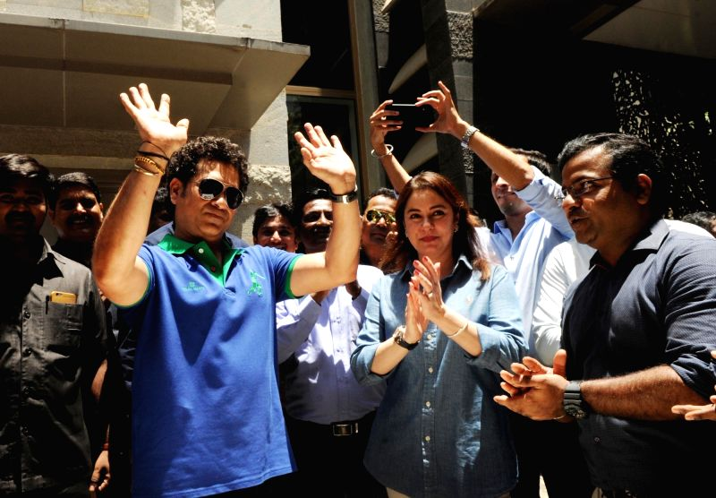 Cricket legend Sachin Tendulkar along with his wife Anjali Tendulkar celebrates his birthday at his residence in Mumbai on April 24, 2018. - Sachin Tendulkar