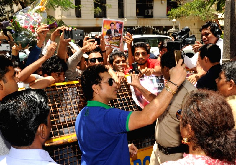 Cricket legend Sachin Tendulkar along with his fans celebrates his birthday at his residence in Mumbai on April 24, 2018. - Sachin Tendulkar