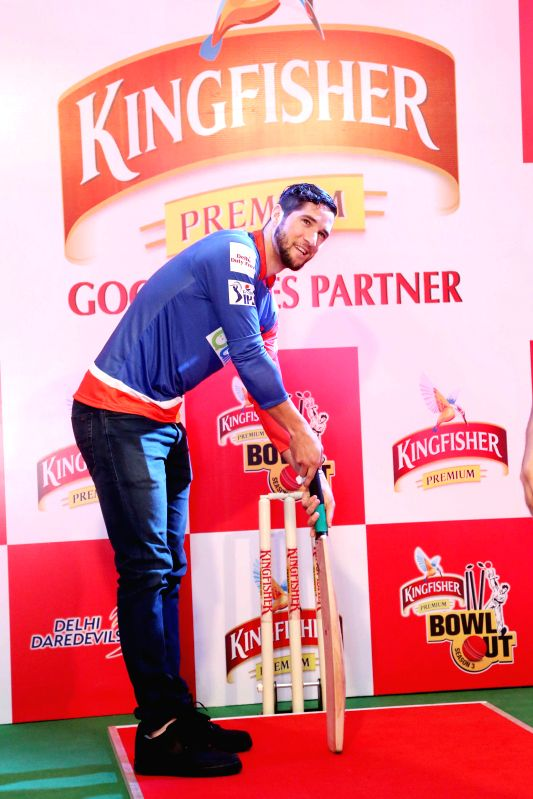 Cricketer Wayne Parnell during Kingfisher Bowl Out held at a shopping mall in Gurgaon on May 5, 2014.