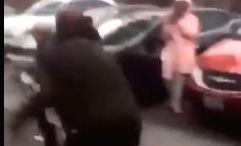 Crowd mocks and abuses elderly Asian man, Netizens sparks.
