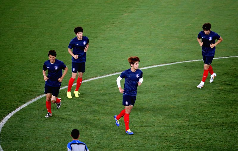 Korea Republic's players attend a training session of 2014 FIFA World Cup at the Arena Pantanal Stadium in Cuiaba, Brazil, June 16, 2014.