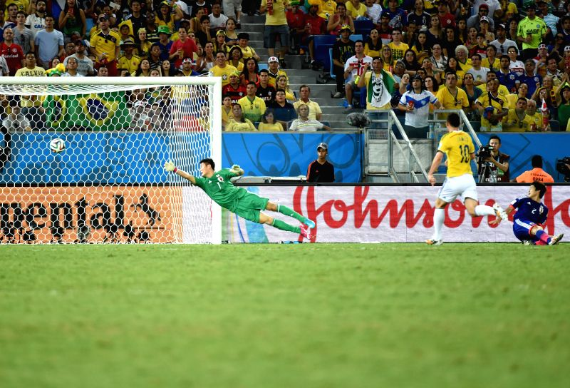 (Colombia's James Rodriguez (R) shoots the goal during a Group C match between Japan and Colombia of 2014 FIFA World Cup at the Arena Pantanal Stadium in Cuiaba, ...