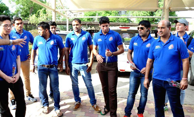 Dabang Delhi Kabaddi team arrives in Gurgaon on Aug 26, 2014.