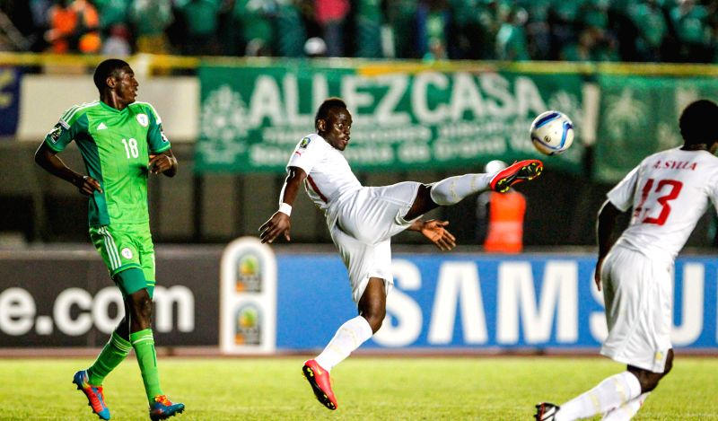 Senegal's Roger Gomis (C) competes during the final of the 2015 African U20 Championship against Nigeria in Dakar, March 22, 2015. Nigeria claims the title by 1-0. ...