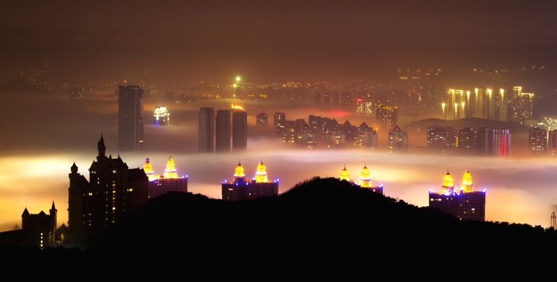 Photo taken on April 13, 2014 shows the night scenery of advection fog appearing in coastal areas in Dalian, northeast China's Liaoning Province. (Xinhua/Wang Hua) .