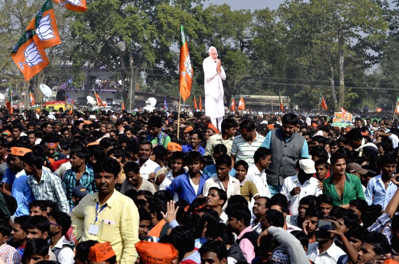People during Prime Minister Narendra Modi's rally ahead of Jharkhand Assembly Polls in Daltonganj, 175 km away from Ranchi on Nov 21, 2014. - Narendra Modi
