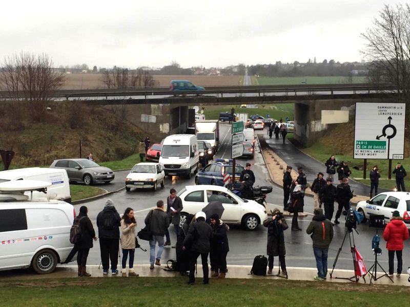 DAMMARTIN-EN-Journalists work in Dammartin-en-Goele, northeast of Paris, where two brothers suspected of Charlie Hebdo attack held one person hostage as police ...