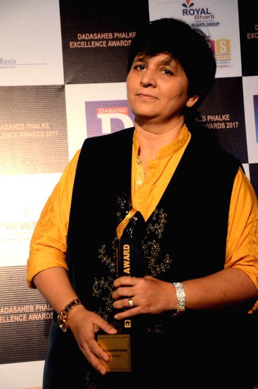 Dandia queen Falguni Pathak  with the Dadasaheb Phalke award in Mumbai on April 21, 2017. - Falguni Pathak