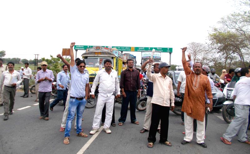 Teachers stage a demonstration to press for their demands in Darbhanga of Bihar in on April 15, 2015.