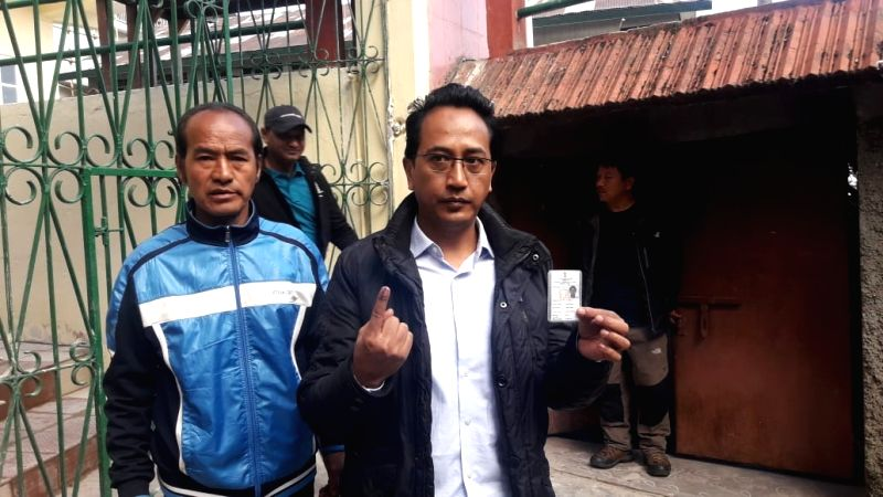 Darjeeling: Gorkha National Liberation Front (GNLF) President Mann Ghising shows his forefinger marked with indelible ink after casting vote during the second phase of Lok Sabha polls, in West Bengal's Darjeeling, on April 18, 2019. (Photo: IANS)