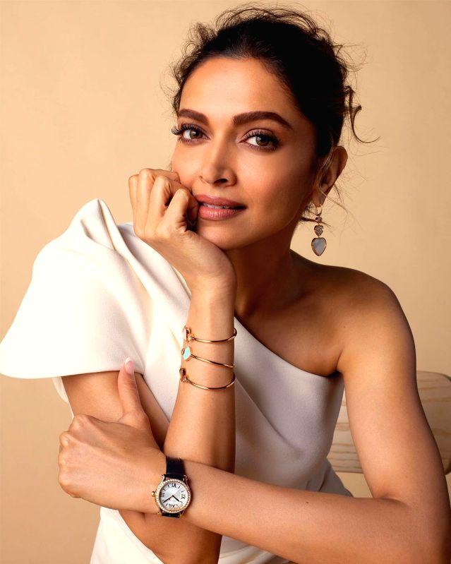 Deepika Padukone is hubby Ranveer Singh's elegance ki moorat.