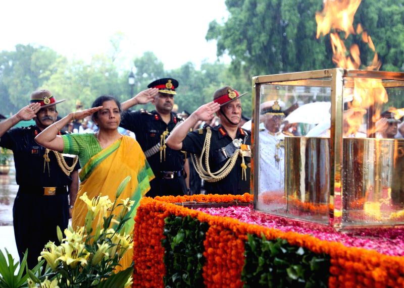 Defence Minister Nirmala Sitharaman and Chief of the Army Staff General Bipin Rawat pay homage to the martyrs at Amar Jawan Jyoti, India Gate on the occasion of Kargil Vijay Diwas, in New ... - Nirmala Sitharaman