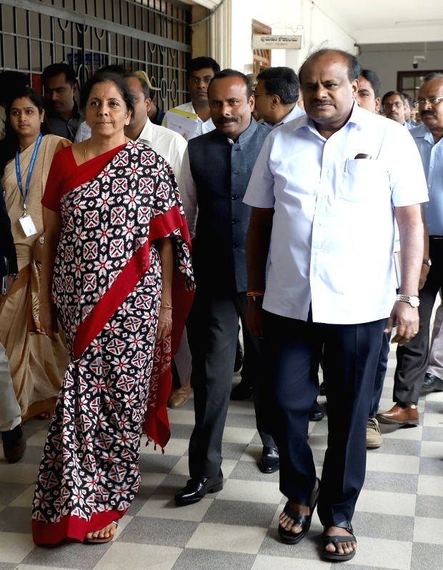 Defence Minister Nirmala Sitharaman being received by Karnataka Chief Minister HD Kumaraswamy on her arrival at Vidhana Soudha, in Bengaluru on Aug 4, 2018. - Nirmala Sitharaman