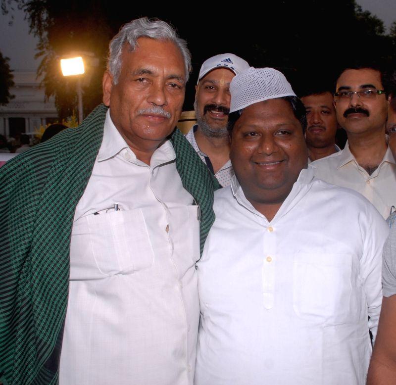 Delhi Assembly Speaker Ram Niwas Goel and Delhi Environment Minister Imran Hussain during an Iftaar party at Delhi Vidhan Sabha in New Delhi on June 19, 2017. - Ram Niwas Goel