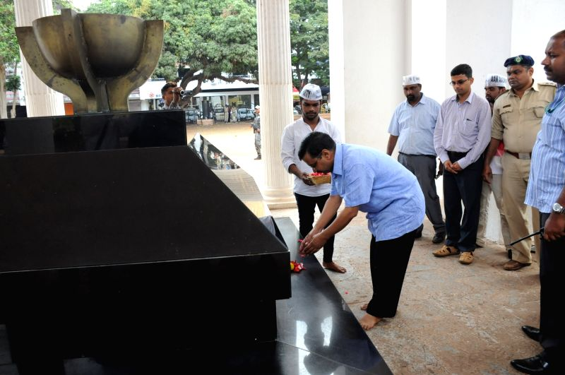 Delhi Chief Minister and AAP leader Arvind Kejriwal pays tribute at the Martyrs Memorial, Azad Maidan in Panaji, on May 23, 2016. - Arvind Kejriwal