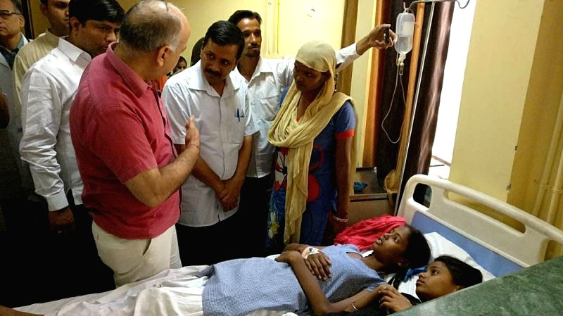 Delhi Chief Minister Arvind Kejriwal and his deputy Manish Sisodia talking to students who fell ill due to gas leak near the school in New Delhi on May 6, 2017. - Arvind Kejriwal