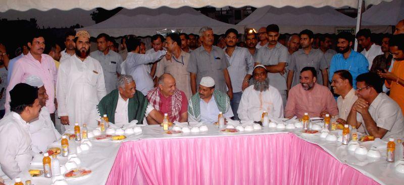Delhi Chief Minister Arvind Kejriwal, Deputy Chief Minister Manish Sisodia, Environment Minister Imran Hussain and Labour Minister Gopal Rai during an Iftaar party at Delhi Vidhan Sabha in ... - Arvind Kejriwal and Gopal Rai