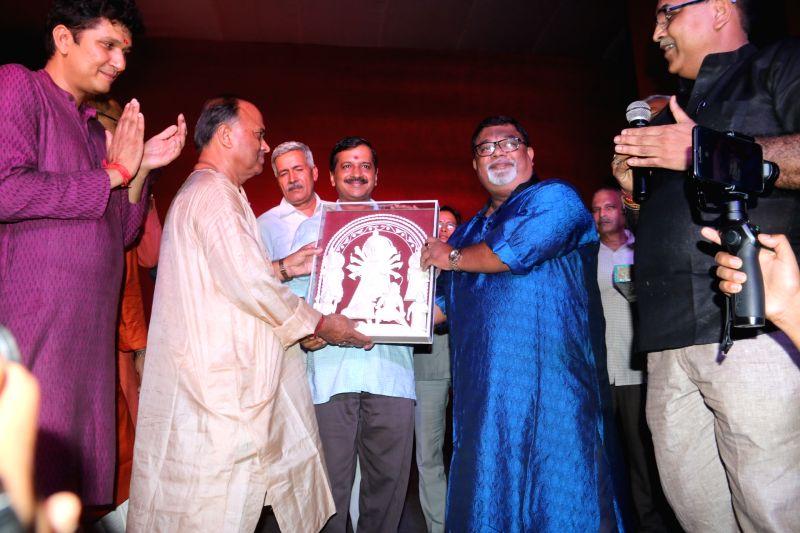 Delhi Chief Minister Arvind Kejriwal visits Chittaranjan Park Pocket 52 Durga Puja Pandal in New Delhi, on Sept 29, 2017. - Arvind Kejriwal