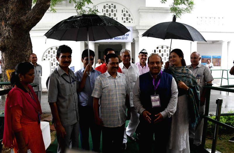Delhi Chief Minister Arvind Kejriwal with Delhi BJP Legislator Vijender Gupta during presidential polls at Delhi Assembly in New Delhi on July 17, 2017. - Arvind Kejriwal and Vijender Gupta