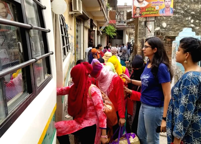 Delhi Commission for Women (DCW) Chief Swati Maliwal with the girls who were rescued from Hotel Hriday Inn in Delhi's Paharganj area on Tuesday night; in New Delhi on Aug 1, 2018. The ...
