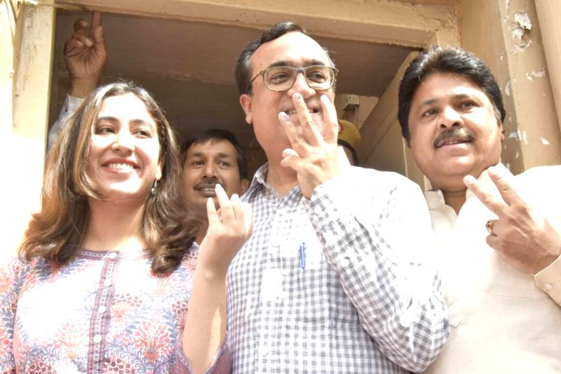 Delhi Congress chief Ajay Maken shows his finger marked with phosphorus ink after casting vote during MDC elections in New Delhi on April 23, 2017.