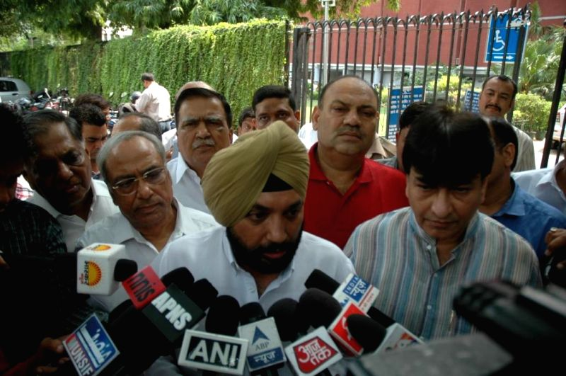 Delhi Congress chief Arvinder Singh Lovely addresses press after meeting Chief Election Commissioner V.S. Sampath regarding speedy changes in the Delhi Police and Delhi Administration in New Delhi on - Arvinder Singh Lovely
