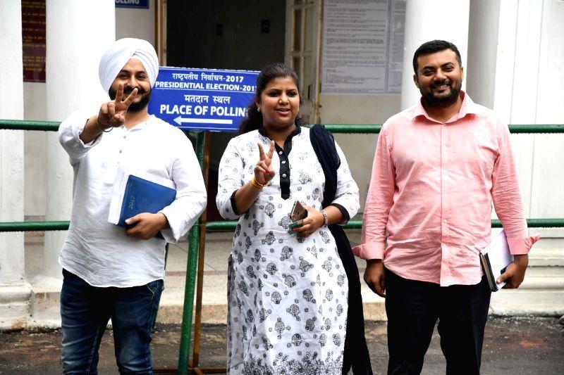 Delhi Deputy speaker Rakhi Birla (C) after casting her vote during presidential polls at Delhi Assembly in New Delhi on July 17, 2017. - Rakhi Birla