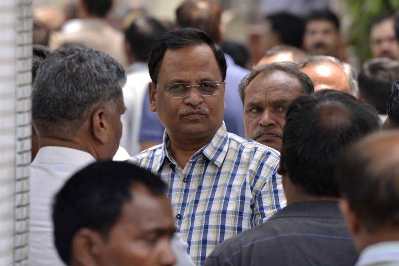Delhi Health Minister Satyendra Jain attends the cremation of a Kejriwal's relative at Nigambodh Ghat in New Delhi on May 8, 2017. - Satyendra Jain