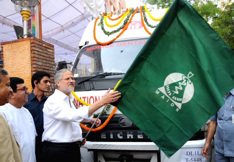 Delhi Lt. Governor Najeeb Jung flags off Mobile Dental Clinics from Maulana Azad Institute of Dental Sciences in New Delhi on April 30, 2014.