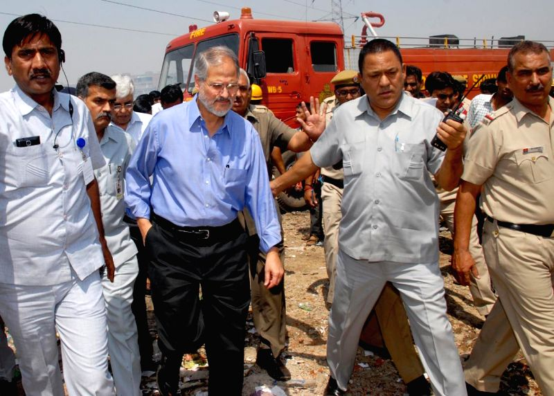 Delhi Lt. Governor Najeeb Jung visits the slum cluster of south Delhi's Vasant Kunj where a massive fire gutted close to 500 hutments  on April 25, 2014.