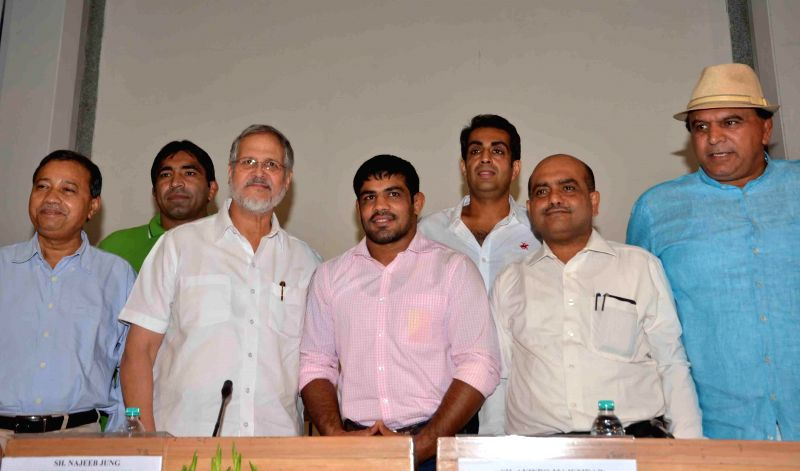 Delhi Lt Governor Najeeb Jung with wrestler Sushil Kumar and other medal winners of Glasgow Commonwealth Games during a felicitation programme organised at Delhi Secretariat in New Delhi on Aug 22, .. - Sushil Kumar