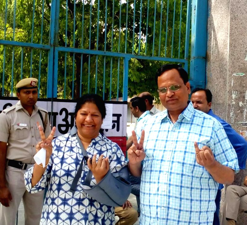 Delhi Minister Satyendra Jain  shows his finger marked with phosphorus ink after casting vote during MDC elections in New Delhi on April 23, 2017. - Satyendra Jain