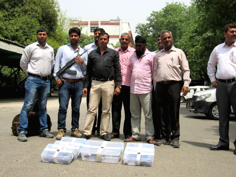 Delhi Police present before the press an accused identified as Rajpal from whom allegedly 30 semi-automatic pistols, a carbine (Sten gun) and five live cartridges were recovered at Delhi ...