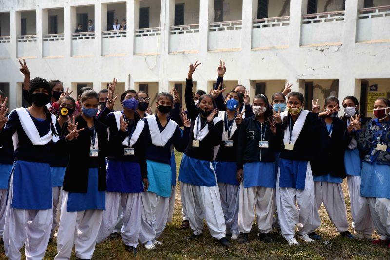 Delhi schools reopen for Classes 10, 12 for board exams prep (Photo: IANS)