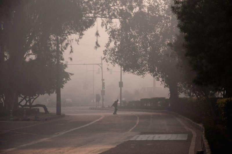 Delhi wakes to a foggy morning on Dec 7, 2015.