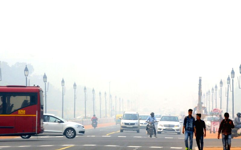 Delhi wakes to a foggy morning on Nov 19, 2015.
