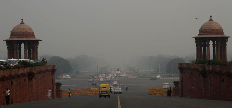 Delhi wakes to a foggy morning on Nov 27, 2015.