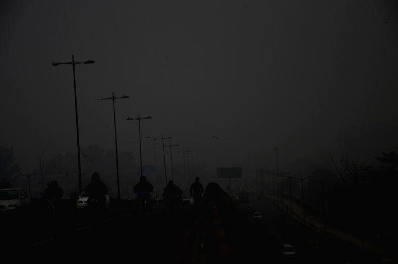 Delhi wakes to a foggy morning on Nov 28, 2015.