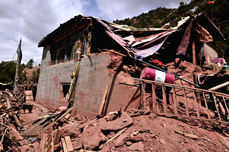 DENGQEN, May 13, 2016 - Photo taken on May 13, 2016 shows a collapsed house in Guodong Village, Kata Township of Qamdo City, southwest China's Tibet Autonomous Region. A 5.5-magnitude earthquake hit ...