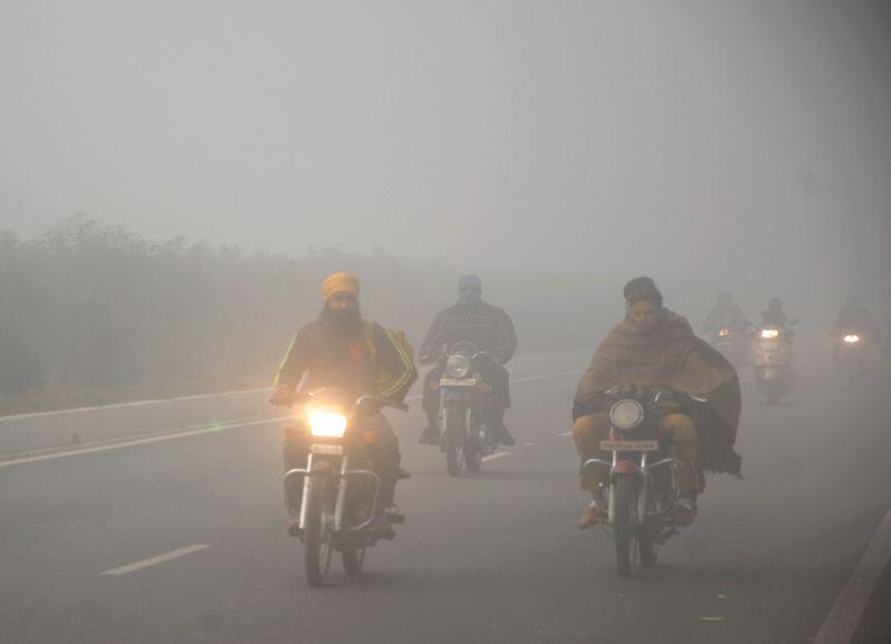 Dense fog engulfs Amritsar on Dec 7, 2018.