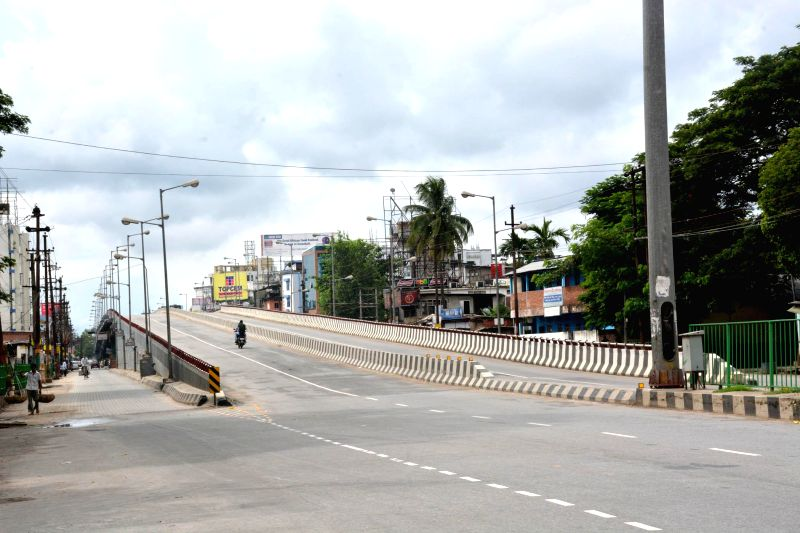 Deserted roads of Guwahati as ULFA, NDFB(S) and other extremist groups boycott 68th Independence Day celebrations on Aug 15, 2014.